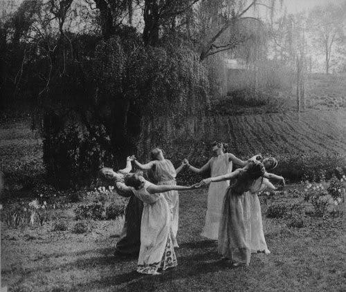 black-and-white-dance-nature-pegan-vintage-witches-favim-com-46861